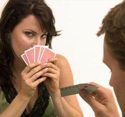 фото девушки с картами